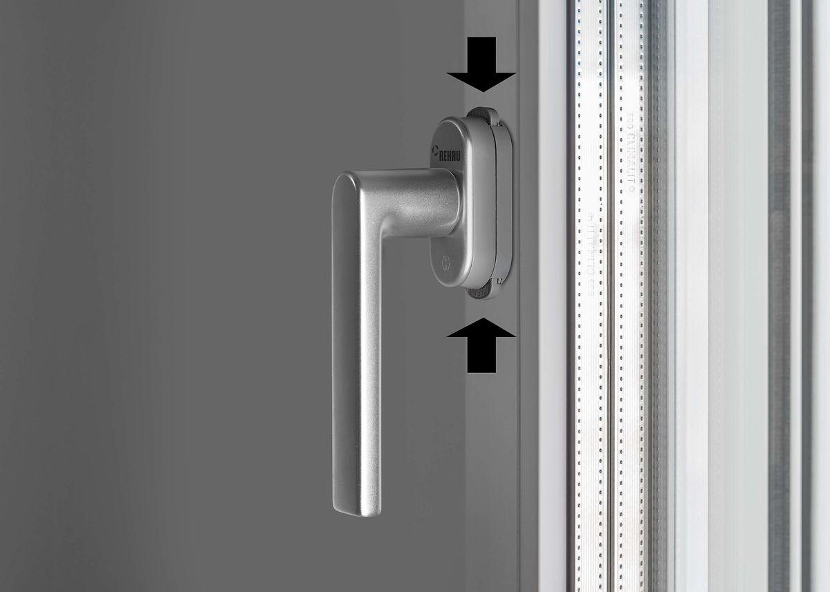 Фурнитура выполнена в стильном дизайне и доступна в разной цветовой гамме. Купить пластиковые окна в Нур-Султане с антивзломными ручками REHAU Linea Design можно в компании «Фабричные окна».