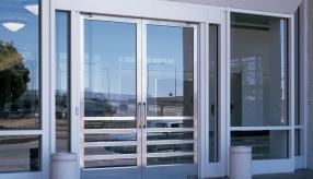 Почему стоит выбрать алюминиевые двери